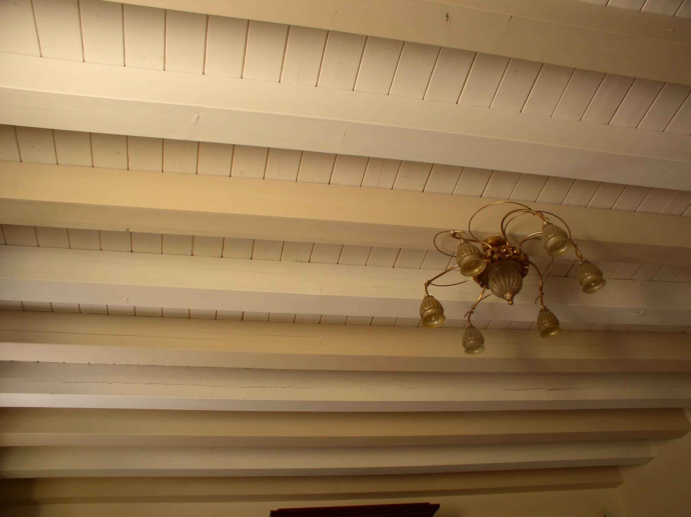 Gallery of soffitti in legno with trattamento travi in legno for Planimetrie di pontili e travi
